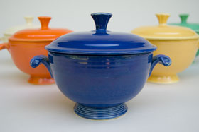 Fiesta Covered Onion Soup Bowl in Original Cobalt Blue: Early, Rare, Vintage, Fiesta For Sale