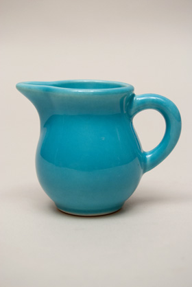 Vintage Harlequin Individual Creamer in Turquoise: Harlequin Dinnerware 30s 40s American Solid Color Dinnerware For Sale