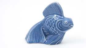 Harlequin Animal Novelty Fish in Mauve Blue  Green  Homer Laughlin Pottery for Woolworths