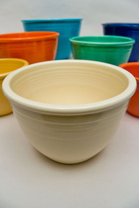Vintage Fiestaware Nesting Bowl in Original Ivory Glaze For Sale