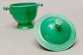 Vintage Fiestaware Sugar Bowl in Original Original Green Glaze For Sale