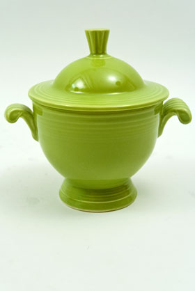 Vintage Fiestaware Sugar Bowl in Original Original Chartreuse Glaze For Sale