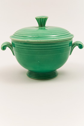 Fiesta Covered Onion Soup Bowl in Original Green: Early, Rare, Vintage, Fiesta For Sale