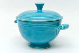 Rare Vintage Fiesta Turquoise Covered Onion Soup Bowl For Sale