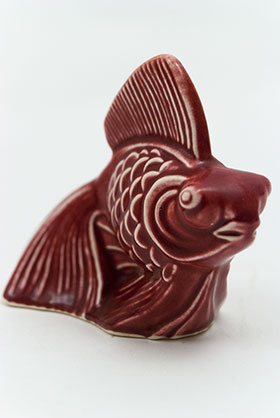 Harlequin Animal Novelty Fish in Maroon  Homer Laughlin Pottery for Woolworths
