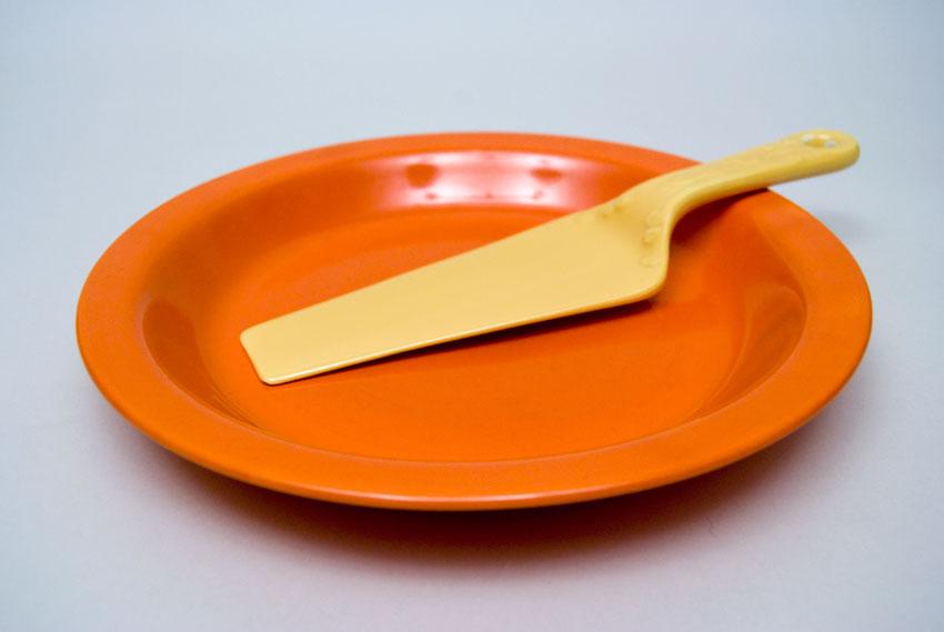 ... Fiesta Kitchen Kraft Pottery Red Pie Plate Baker For Sale & Vintage Fiesta Kitchen Kraft Pie Plate in Original Red For Sale