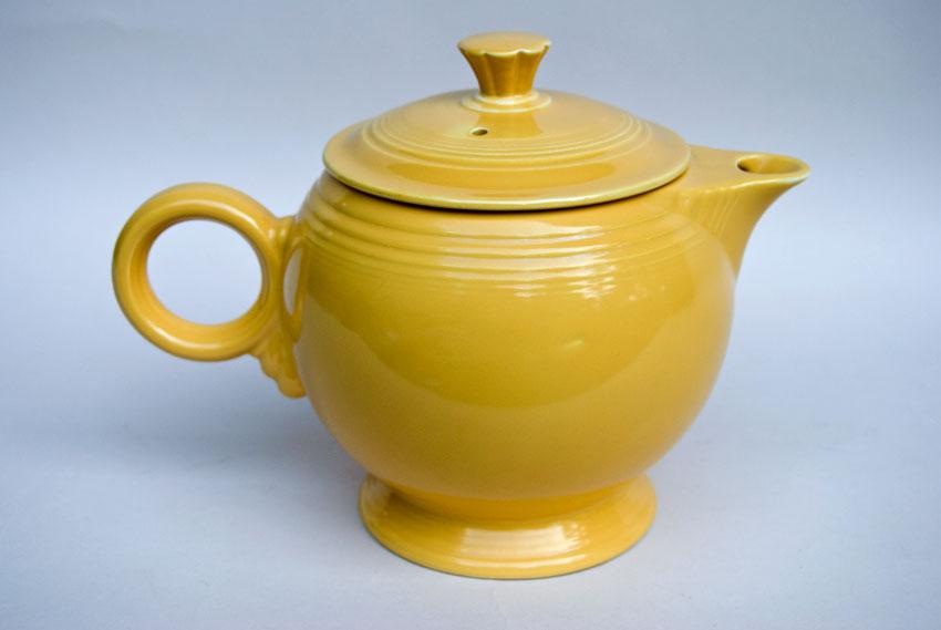 Vintage Fiestaware Large Teapot In Original Yellow Glaze