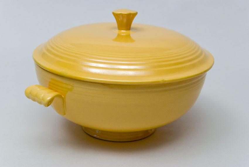 Vintage Fiestaware Covered Casserole In Original Ivory