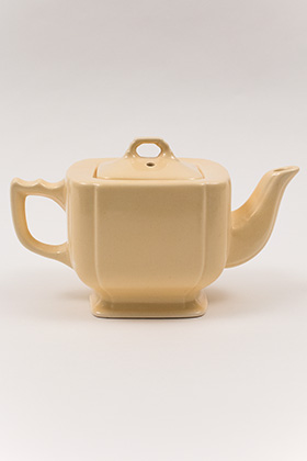 Homer Laughlin Vintage Riviera Pottery Teapot in Original Old Ivory Glaze